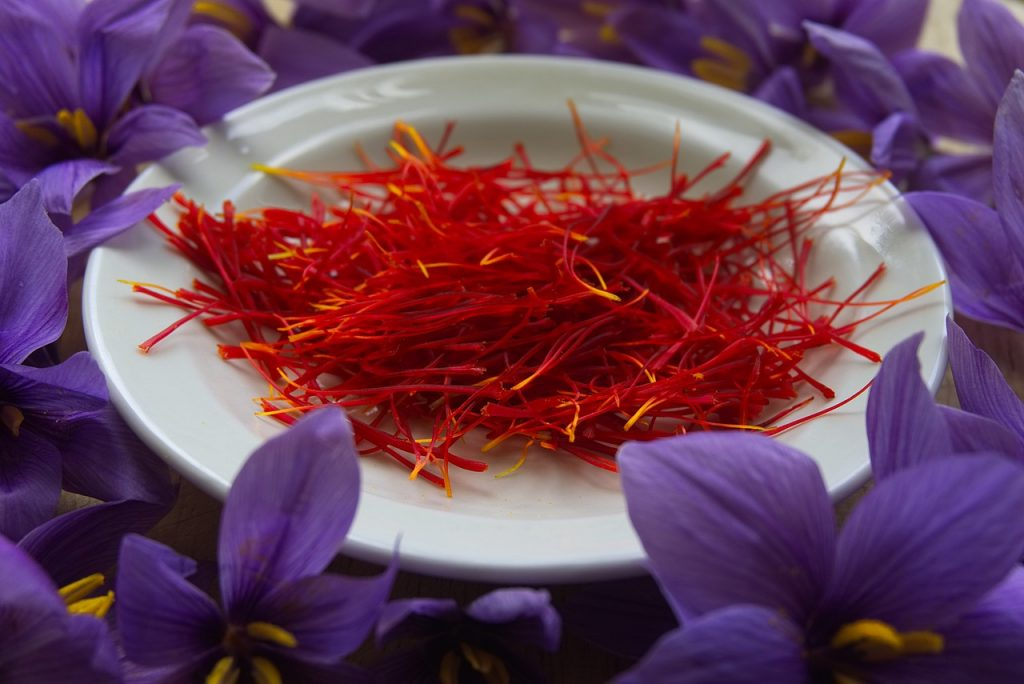 Saffron as home remedy for glowing skin