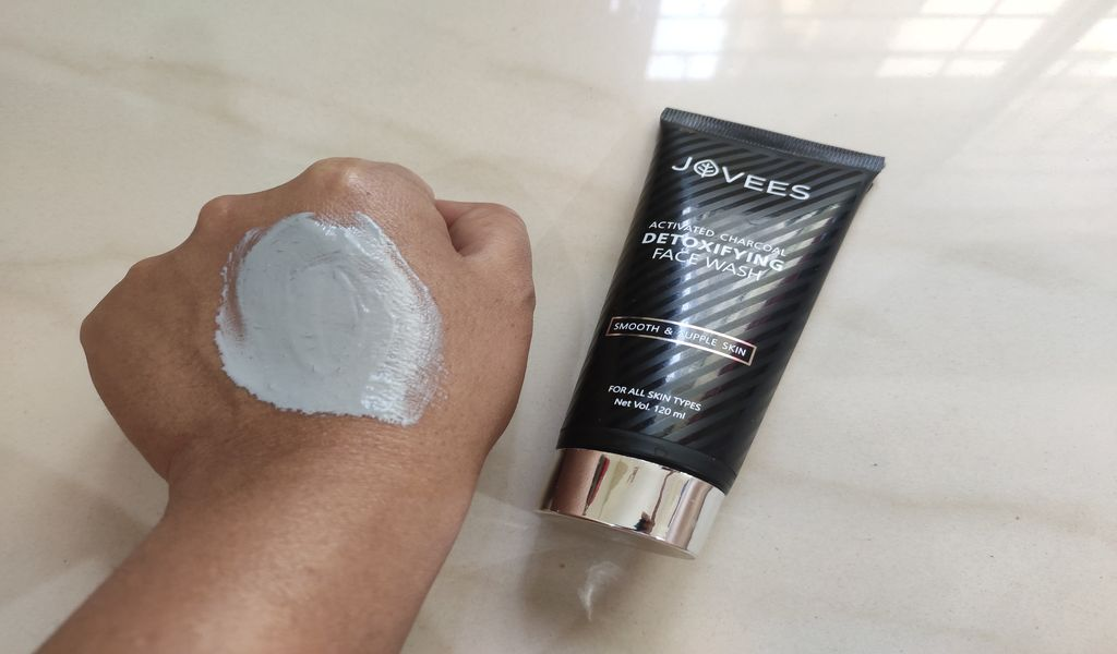 How to use jovees charcoal facewash