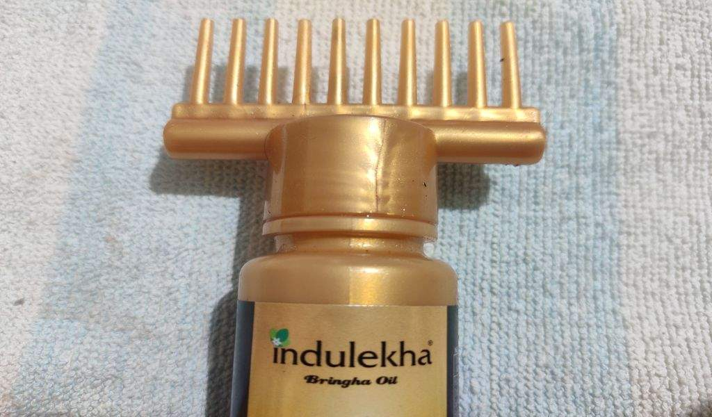 selfi comb of indulkeha hair oil
