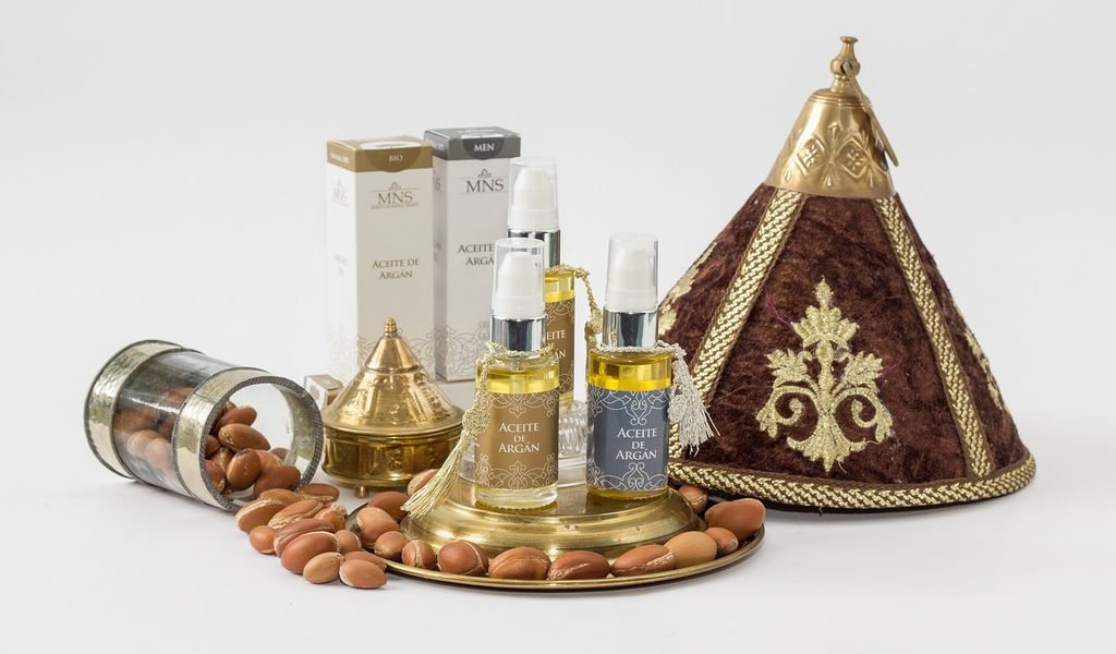 argan oil with argan fruit